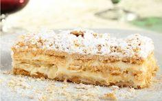 Vanilyalı, file bademli kremasıyla birlikte en sevilen pratik pasta tariflerinin başında gelen milföy pastayı evde hazırlıyor, sevdiklerimizle paylaşıyoruz.