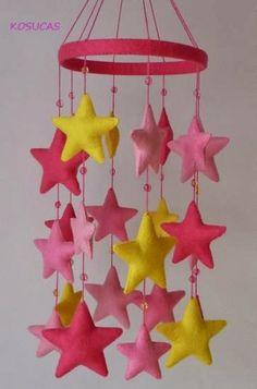 Pink felt mobile with stars por Kosucas en Etsy, Felt Diy, Felt Crafts, Diy And Crafts, Felt Mobile, Baby Mobile, Diy For Kids, Crafts For Kids, Hanging Mobile, Baby Kind