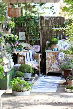 10 Imaginative Tips: Backyard Garden Decor Tips rustic backyard garden ideas.Backyard Garden On A Budget Patio Makeover. Outdoor Rooms, Outdoor Gardens, Outdoor Living, Outdoor Patios, Outdoor Kitchens, Pergola Patio, Pergola Kits, Pergola Ideas, Small Gardens