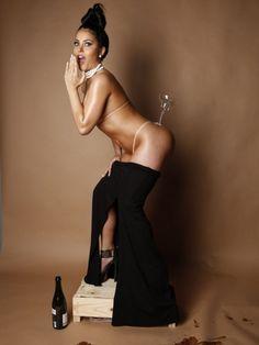 A Successful Dread : Claudia Alende – Kim Kardashian Nude 'Paper' Shoot