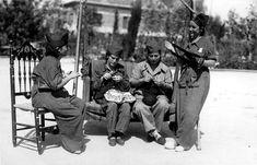 Milicianas, haciendo jerseys en sus ratos de descanso para los camaradas (septiembre de 1936).