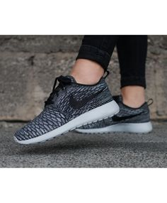 more photos 2e49f 7ace2 Nike Roshe Mens and Womens Sale · ChaussureNike Roshe ExécutéNike ...