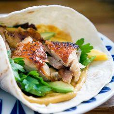 Wraps er genial middag. Disse tre wrapsene med laks, kylling og biff er raske og enkle å lage i hverdagen.