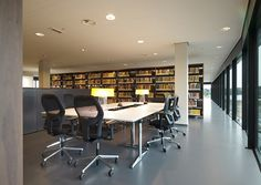 Working or reading in a library. This is the ideal setup with Ahrend furniture. New Work, Reading, Furniture, Home Decor, Decoration Home, Room Decor, Reading Books, Home Furnishings, Home Interior Design