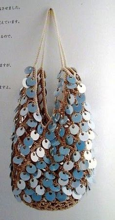 Beige crochet bag with blue sequins - diagrams Bag Crochet, Crochet Motifs, Crochet Handbags, Crochet Purses, Love Crochet, Crochet Patterns, Crochet Clothes, Boho Bags, Beaded Bags