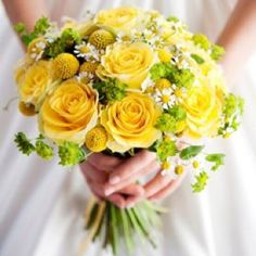 Yellow bouquet - yellow roses, tiny daisies