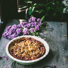 rhubarb tart with oatmeal crumble.