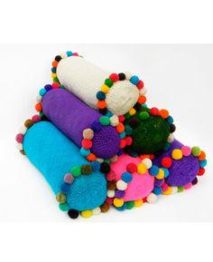 Tienda de Costumbres de Silvina Lippai | Muebles y Objetos de Origen | Sillas Materas | Alfombras tejidas | Muebles de Campo