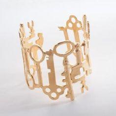OoooOoOo, lots of keys make up this bracelet.