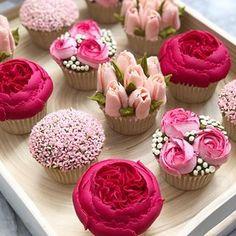 Gorgeous flower cupcakes for wedding reception. Fancy Cupcakes, Floral Cupcakes, Wedding Cakes With Cupcakes, Cupcake Bouquets, Floral Cake, Cupcake Piping, Cupcake Cakes, Cupcake Art, Cake Decorating Techniques
