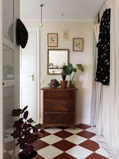 Scandi Home, Scandinavian Home, Deco Boheme, Small Apartment Decorating, Black Kitchens, Classic House, Living Room Interior, Cozy House, Vintage Decor