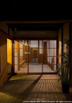 Japanese sliding doors, making light beautiful. Japanese Style House, Traditional Japanese House, Japanese Modern, Japanese Design, Japanese Homes, Japan Architecture, Architecture Design, Natural Architecture, Pavilion Architecture