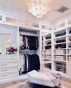 Walk In Closet Ideas - Trying to find some fresh ideas to renovate your closet? Visit our gallery of leading luxury walk in closet design ideas and photos. Walk In Closet Small, Walk In Closet Design, Bedroom Closet Design, Master Bedroom Closet, Closet Designs, Closet Rooms, Closet Space, Dream Bedroom, Spare Room Walk In Closet