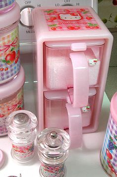 Um I need this now: Hello Kitty salt and sugar canisters! Hello Kitty Kitchen, Hello Kitty House, Hello Kitty Items, Sanrio Hello Kitty, Hello Kitty Bedroom, Kawaii Room, Hello Kitty Collection, Decoration, Home Organization Tips