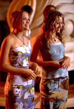 Mary-Kate Olsen and Ashley Olsen in Holiday in the Sun Ashley Olsen Style, Olsen Twins Style, Early 2000s Fashion, 90s Fashion, Girl Fashion, Fashion Outfits, Mary Kate Ashley, Twin Outfits, Cute Outfits