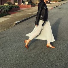Weekend is here. Run to the sun  #EscapeCreate #StaffStyle   @qooze by aritzia