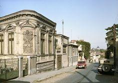 Strada Ecoului, anul era 1983 şi lumea nu se mai sătura de această privelişte către Dealul Mitropoliei şi a Palatului Marii Adunări Naţionale - Bucurestii Vechi si Noi Bucharest, Mai, Time Travel, Traveling, Street View, Memories, Retro, Architecture, House