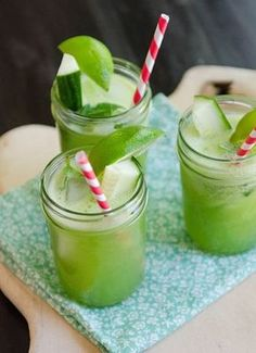 Exceptional A flat abdomen with ginger, cucumber and mint lemonade Informations About Een platte buik met. Smoothie Detox, Juice Smoothie, Smoothie Drinks, Refreshing Drinks, Summer Drinks, Healthy Drinks, Healthy Recipes, Mint Lemonade, Ginger Lemonade