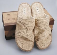 Handmade hemp grass weaving comfortable breathe freely pure color men casual cool slippers breathable except beriberi feet sweat Crochet Sandals, Crochet Shoes, Knitted Slippers, Mens Slippers, Estilo Hippie, Knit Shoes, Comfortable Sandals, Black Ankle Boots, Flip Flop Sandals