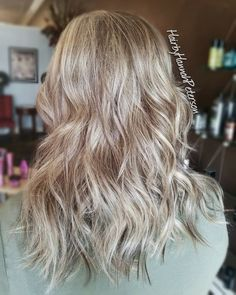 """39 Likes, 4 Comments - Hannah Hansen (@hairbyhannahpeterson) on Instagram: """"Highlights and lowlights on this gorgeous head of hair! 👌👌👌 I used @redken flashlift lightener and…"""""""