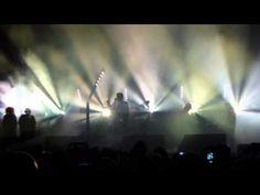Брэндон Флауэрс исполняет новую песню на концертах - http://rockcult.ru/brandon-flowers-come-with-me-live/