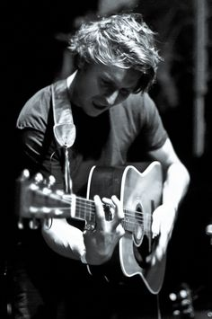 Ben Howard- one of the greatest musicians i'v come across. his music is pure brilliance!