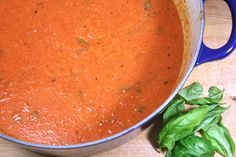Creamy Tomato Basil Soup - This is a must have cold weather recipe. Stove Top Recipes, Easy Soup Recipes, Vegetarian Recipes, Healthy Recipes, Creamy Tomato Basil Soup, Tomato Soup, Clean Eating Recipes, Cooking Recipes, Healthy Eating