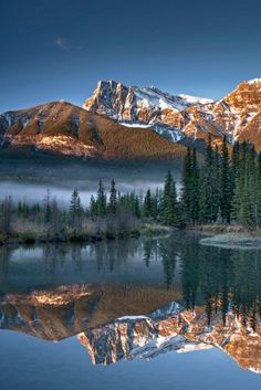 Ship's Prow Mountain, Alberta / Canada (by graeme.mcleish).