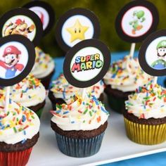 Cupcakes with Free Printable Toppers Super Mario 5, Super Mario Cupcakes, Super Mario Party, Super Mario Brothers, Super Mario Birthday, Mario Birthday Party, 5th Birthday, Mario Free, Mario Bros.
