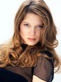 Contact Hotlips Paris to get the look inspired by Léa Seydoux
