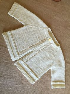 Ravelry: MarianneJudith's Liz's Baby Sweater Set Source by edeljuarezcalde Sweaters Baby Cardigan Knitting Pattern Free, Baby Boy Knitting Patterns, Baby Sweater Patterns, Knitted Baby Cardigan, Knit Baby Sweaters, Baby Pullover, Knitting Ideas, Sweater Set, Ravelry