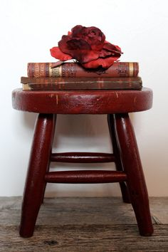 Vintage Painted Primitive Stool with vintage books - Marsala Pantone Color of the Year 2015 Rustic Stools, Wooden Stools, Milking Stool, Vintage Stool, Primitive Furniture, Primitive Decor, Red Cottage, Old Chairs, Color Of The Year