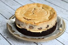 Recipe for Chocolate- Peanut Butter Cup Cheesecake Cake. Chocolate cake with peanut butter cheesecake in the middle, covered with PB frosting. Peanut Butter Cup Cheesecake, Chocolate Peanut Butter Cups, Cheesecake Cake, Chocolate Peanuts, Chocolate Recipes, Reeses Cake, Decadent Cakes, No Bake Treats, Cake Tins