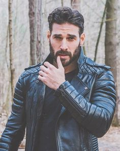 Men's Leather Jackets: How To Choose The One For You. A leather coat is a must for each guy's closet and is likewise an excellent method to express his individual design. Leather jackets never head out of styl Hot Men, Sexy Men, Hot Guys, Mode Masculine, Men's Leather Jacket, Leather Men, Leather Jackets, Biker Leather, Hairy Men
