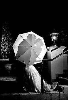 Umbrella kiss silhouette