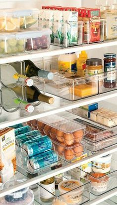 10 Clever fridge organization hacks to get your kitchen organized better! These fridge organization hacks will make sure you can find everything needed in your fridge! Refrigerator Organization, Pantry Organization, Organized Fridge, Organizing Ideas, Organising, Refrigerator Storage, Refrigerator Freezer, Bedroom Organization, Kitchen Organization