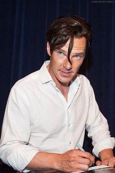 Benedict Cumberbatch at Sherlock Season 2 PBS event Sherlock Season 2, Sherlock Holmes, Benedict And Martin, Benedict Cumberbatch Sherlock, John Watson, Sharp Dressed Man, Doctor Strange, Johnlock, Martin Freeman