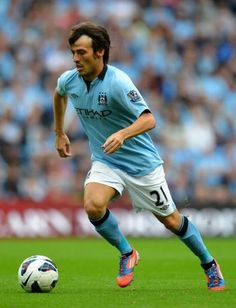 Manchester City set to sign David Silva to massive new contract