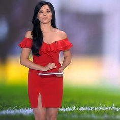 More on tvmagia.ro Guy Stuff, Beautiful Legs, Shoulder Dress, Guys, Hot, Dresses, Fashion, Vestidos, Moda