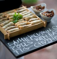 Canapes serving idea - writing on blackboard.love this idea! Catering Buffet, Catering Display, Decoration Communion, Canapes Recipes, Canapes Ideas, Appetizers, Wedding Canapes, Menue Design, Mezze