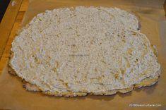 Prajitura cu foi cu miere si nuca umplute cu crema de smantana - Prajitura Reka | Savori Urbane Food Cakes, Cake Recipes, Bread, Cakes, Easy Cake Recipes, Kuchen, Brot, Baking, Breads