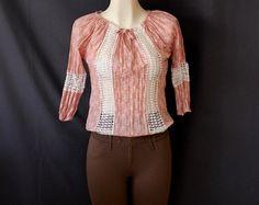 Coqueta #blusa #rosa con #flores y #bordados #blancos
