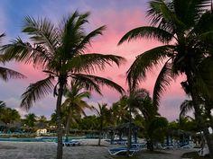 Cuban sunset. Playa pesquero 2017