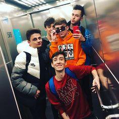 ❗️Nos encontramos a un suscriptor en un ascensor y no llevaba el móvil, aquí tienes tu foto bro 📸🤪 Cute Boys, Logan, Squad, Crushes, Darth Vader, Mansions, Random, Memes, Instagram