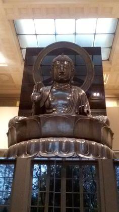 La statue colossale du bouddha Amitabha (Amida Nyorai), Tokyo, 18ème siècle (Musée Cernuschi, Paris)
