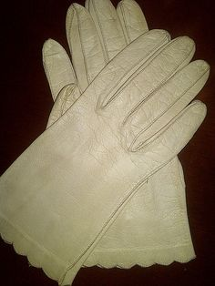 Vintage Biege Leather Wrist Gloves by maggiecastillo on Etsy, $15.00