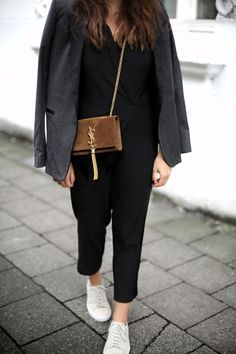 CASSANDRE | Fiona from thedashingrider.com wears a Blazer from Sandro, a Asos Overall, Axel Arigato Sneakers and a Saint Laurent Suede Bag #ootd #whatiwore #petite