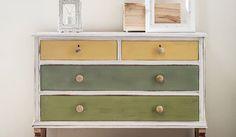 Usar pintura a la tiza es una de las maneras más sencillas y efectivas para darle un aspecto actual a cualquier mueble viejo o pasado de moda.