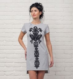 DRESS WITH LONG LACE APPLICATION
