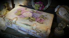 """Купить """"Гортензия цветет..."""" Чемоданчик. - чемодан, чемоданчик, чемодан декупаж, гортензия, гортензии, рукоделие"""